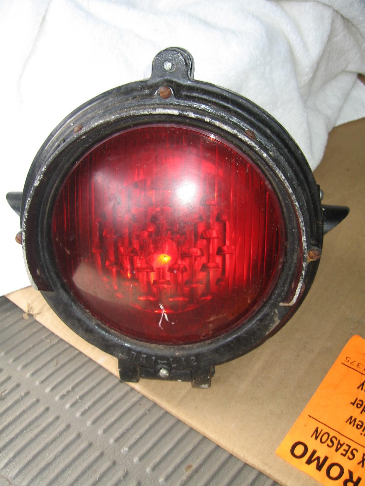 Red Single Railroad Crossing Signal Light | Gameroom Show