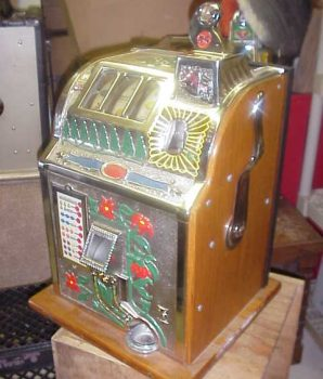 Mills 5cent Poinsettia Bell Slot Machine